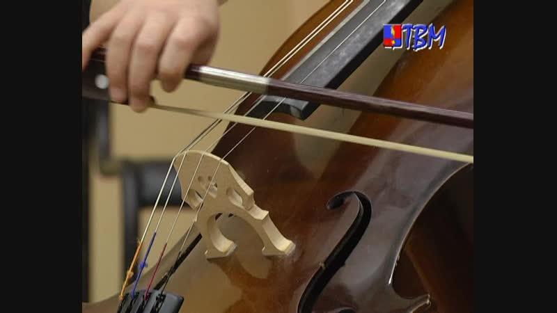 Гитара, домра, флейта… Первоклашки музыкальной школы дали свой первый концерт.