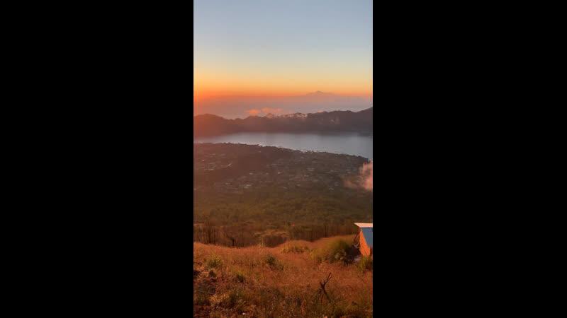 На Маме Бали горе Батур
