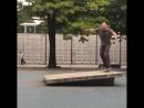 Лысый из Бразерс на скейте