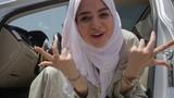 Женщина из Саудовской Аравии читает рэп про то, как ей разрешили водить автомобиль
