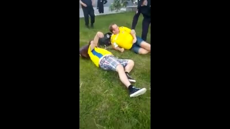 Бухие Шведы спят на газоне в центре Нижнего новгорода