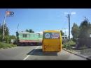 На відео видно як водій вантажівки порушує проїзд залізничного переїзду