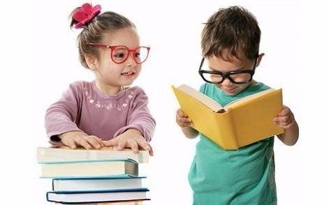 Развитие речи К 3-м годам у ребенка накапливается большой словарный запас и формируется фразовая речь, но большинство детей говорят еще не четко и невнятно. Как правило дети еще не выговаривают звук Р и шипящие звуки. Для формирования у детей четкой и правильной речи мы предлагаем вашему вниманию ряд упражнений. Упражнения направлены на выработку четкого и внятного произнесения слов и фраз, на развитие слухового внимания, речевого слуха, голосового аппарата. Для подготовки ребенка к данным…