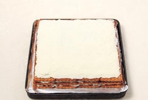 Торт без выпечки из печенья и творога с кефиром