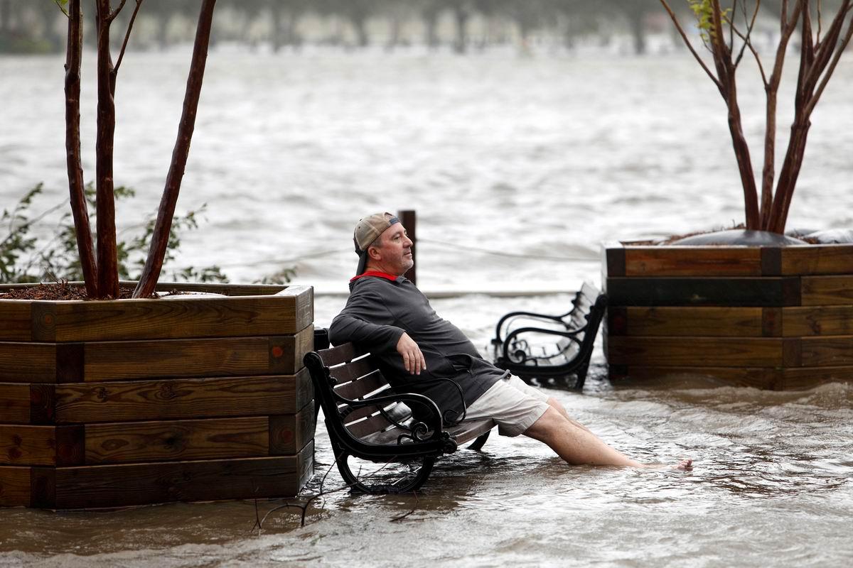 В парке на скамеечке, свесив в воду ноги: Посиделки по-американски
