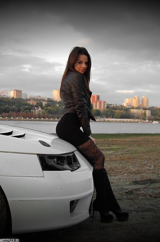 Красивые девушек на аву с машиной
