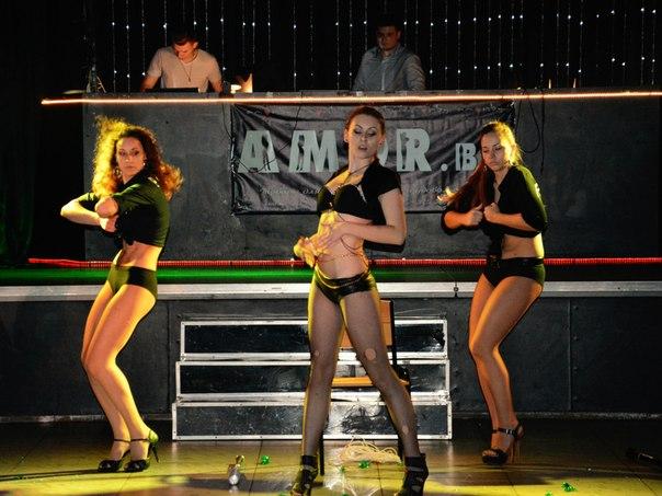 tancy-na-ldu-erotika-21