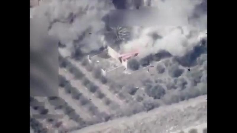 Удар ВВС Ирака по объекту Исламского государства в Сирии.