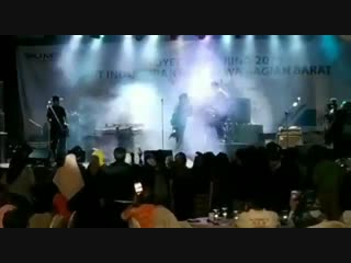 #necro_tv: цунами смыло группу seventeen прямо во время концерта в индонезии