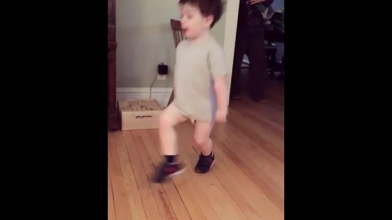 2 yr old Con Holleran dances Planxty Hugh O Donnell