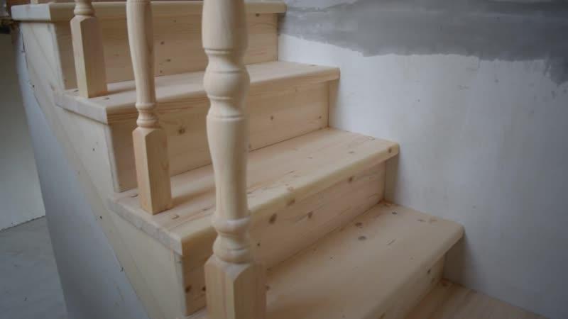 Деревянные лестницы на косоуре от компании Горница на объекте Лебедево Лайф