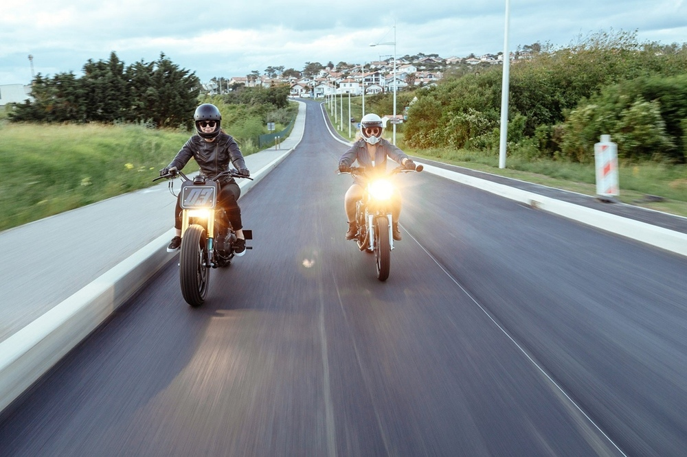 Injustice Customs: Стрит-трекер Harley-Davidson Sportster