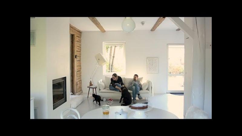 Wiejska chata z nowoczesnym wnętrzem. Przedstawia Dom z pomysłem