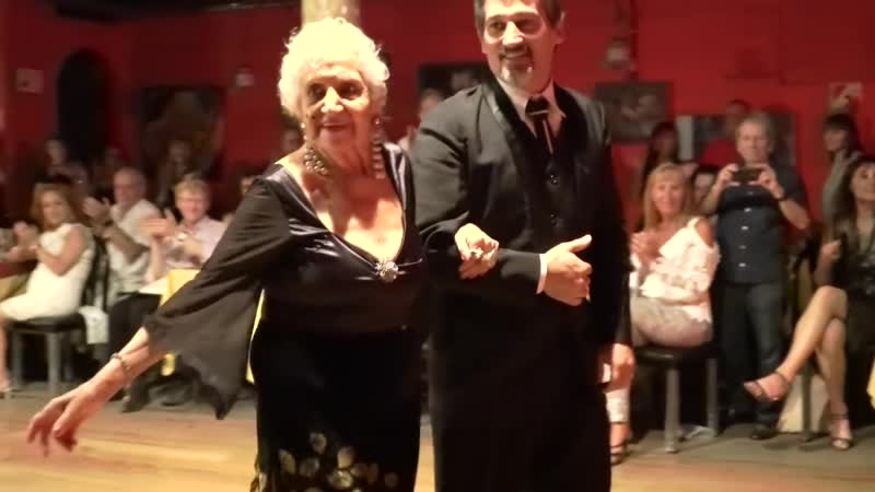 Blanquita, a tango legend 93 years old dance milonga in Sueño Porteño, Buenos Aires