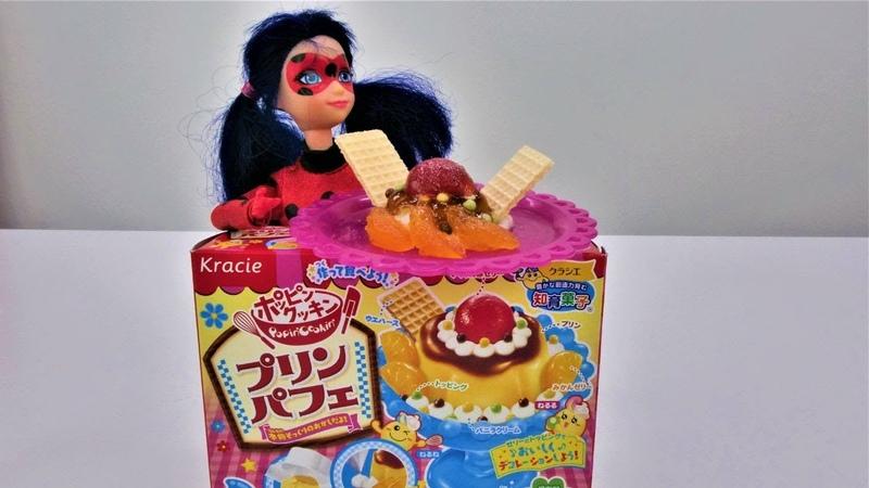 LadyBug prepara o almoço. Brincando massinha Play-Doh.