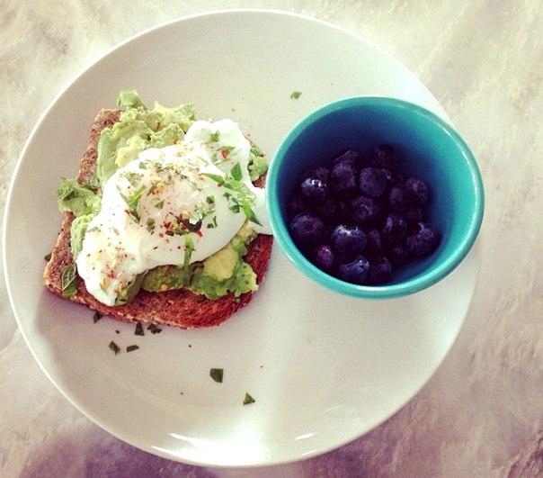 13 блюд, которые здоровые люди едят на завтрак: ↪ Диетологи, фитнес-тренеры и авторы книг о здоровом питании рекомендуют.