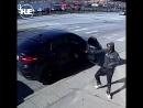 В Чикаго попала на видео перестрелка копа и двух грабителей