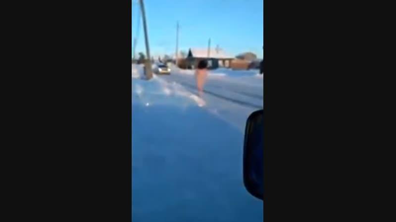 В Башкирии в мороз на улицах заметили пробегающую голую женщину
