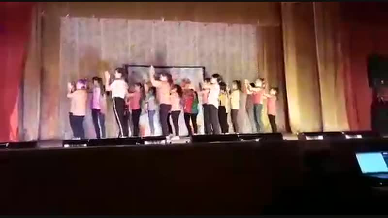 Выступление на сцене ДК Рассвет младшая группа