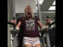 Gina Gerson занимается в спортзале