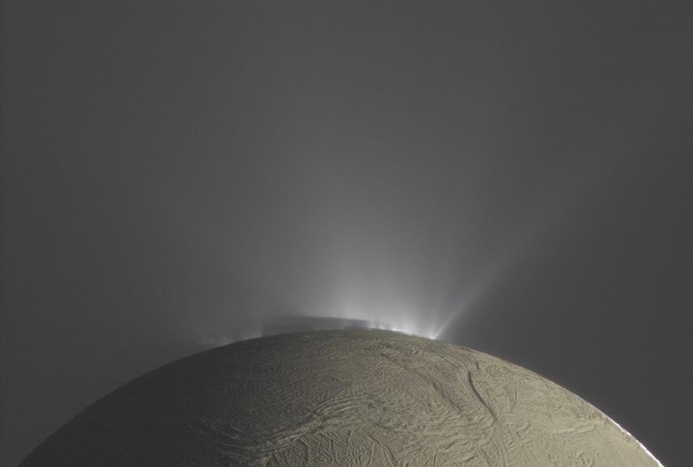 Над Энцеладом