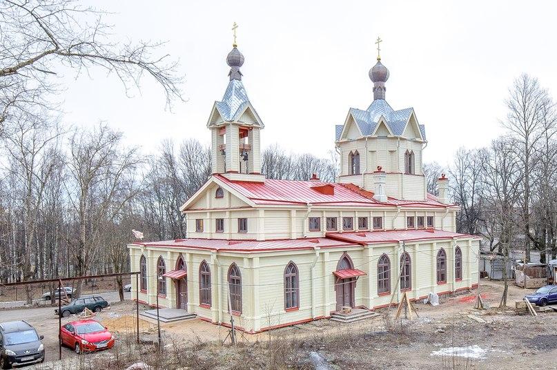 Храм Спиридона Ломоносов