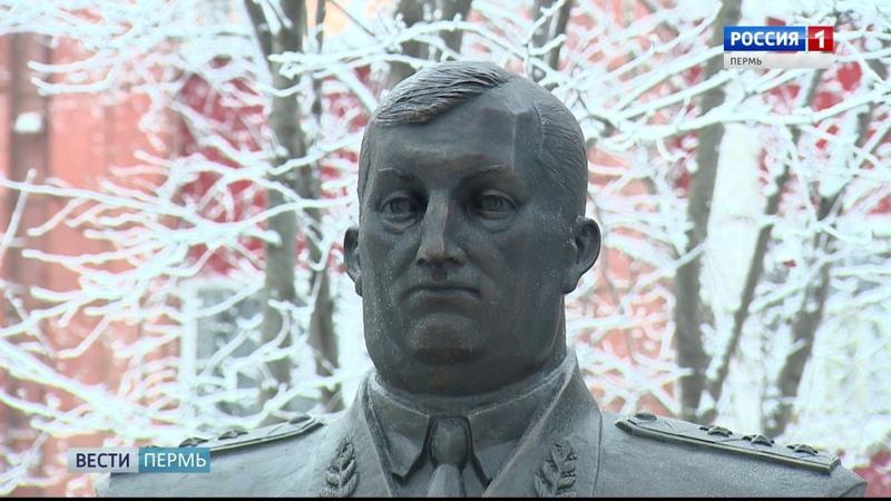 В Перми открыли монумент генерал полковнику милиции Петру Латышеву