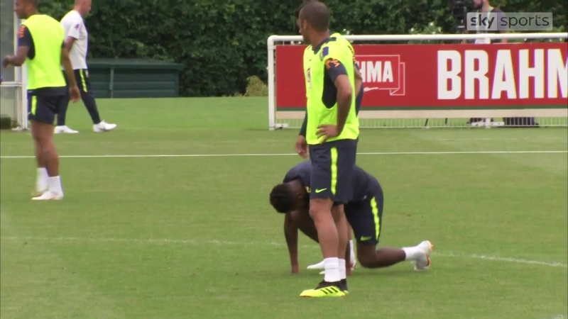 Fred injures ankle at Brazil training session
