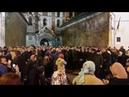 Киевская Лавра тысячи верующих молятся за защиту святыни