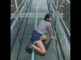 Мост со стеклянным полом в Китае.