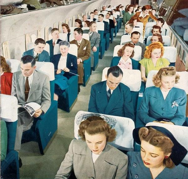 В салоне Boeing 377 Stratocruiser. Фото: США, 1950 год.