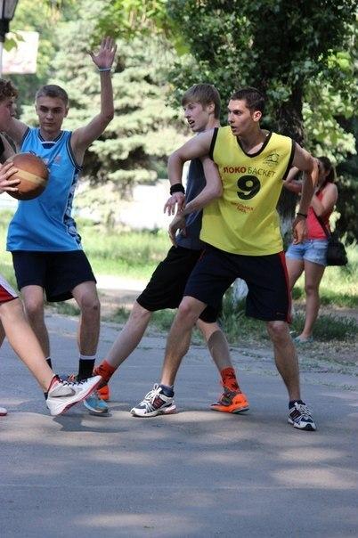 В Таганроге прошел городской турнир по стритболу