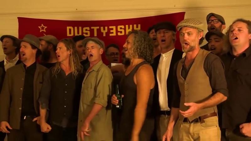Хор австралийских любителей пива исполняет революционный шедевр Красная Армия всех сильней