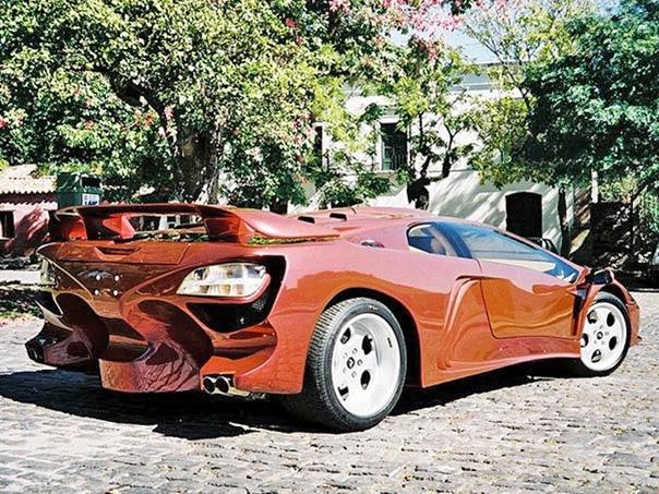 Очень редкие : Diablo Coatl Special 2000 Двигатель: 6.3 V12 Мощность: 645 л.с. Крутящий момент: 725 Нм Макс. скорость: 385 км/ч Разгон до сотни: 3.5 сек Привод: Задний Масса: 1100 кг Шасси и