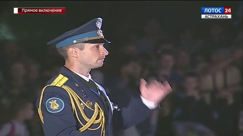Военный оркестр, г.Ахтубинск. Военный дирижер оркестра – капитан В.Чечуров