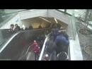 Эскалатор проглотил человека Жесть Как теперь в метро ездить