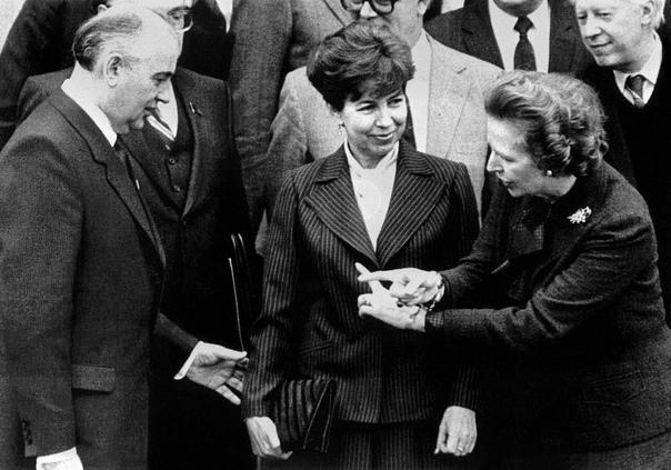 Роль Тэтчер в перестройке СССР (Цитаты: Арчи Браун, «Маргарет Тэтчер и конец холодной войны». Полис, 1, 2012, стр. 76-91)В 1983 году мир стоял на грани ядерной войны. Президент США Рейган был