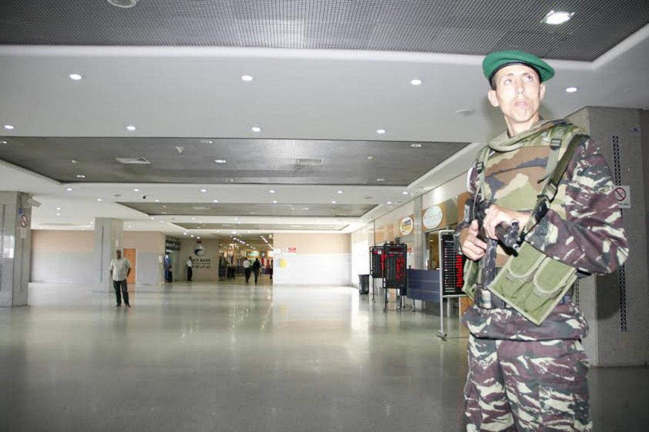 Photos de nos soldats et des Bases Marocaines - Page 2 TuJqLHkjmME