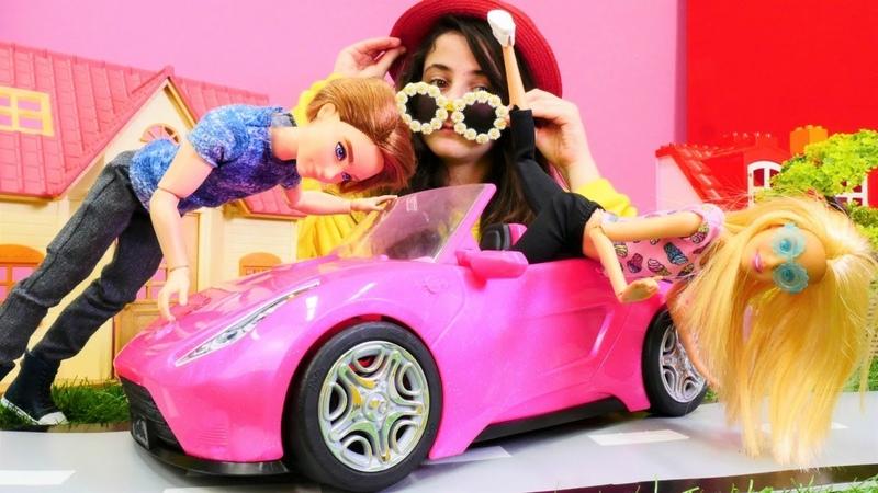 Barbie oyunları. Barbie tatile giderken arabası bozuluyor.