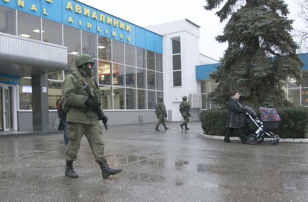 التصعيد العسكري الروسي بشبه جزيرة القرم الأوكرانية  O8QD7aFEC8s
