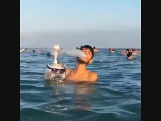 Если и ехать с другом на море, то только с таким