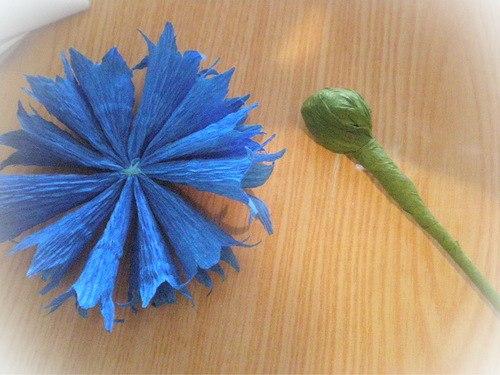 Как сделать васильки из гофрированной бумаги своими руками