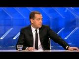 Премьер Дмитрий Медведев обсудил с журналистами пенсии, налоги и... ржавую воду - Первый канал