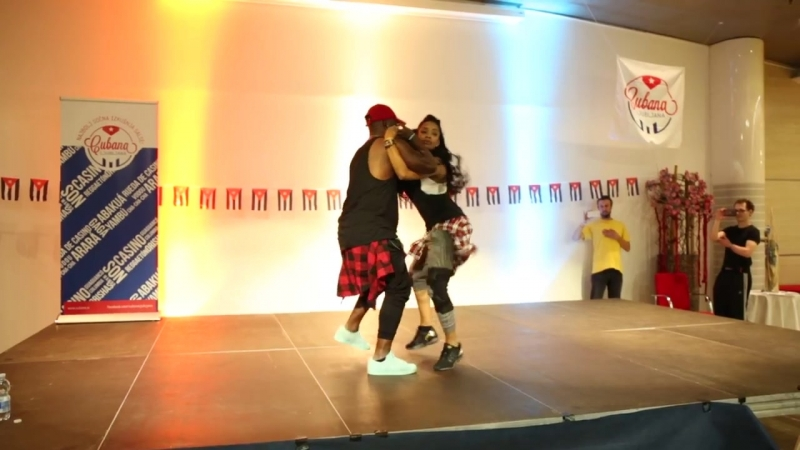 Yanet_Fuentes__FredyClan_-_Casino_style_with_rumba_720P.mp4