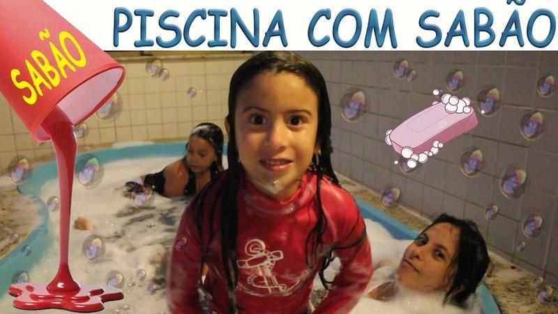 COLOQUEI SABÃO NA PISCINA E TOMEI BANHO DE ESPUMA COM A MINHA MÃE