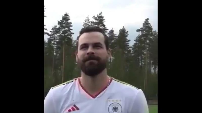 Latviešu vārtsargs Kalniņš Jokerit parodijā pārtop par Vācijas futbola leģendu (VIDEO).mp4