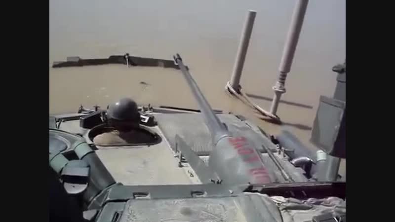 Американские солдаты по глупости утопили свой танк