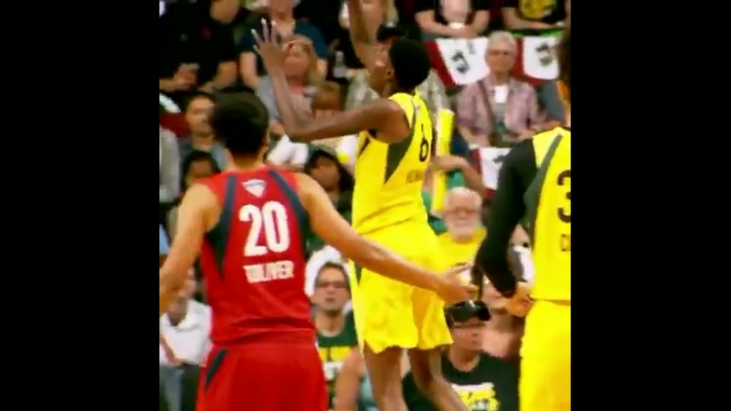 @S10Bird with the picture-perfect no-look dish! PhantomCam - - Watch LIVE on ESPN and ESPNews