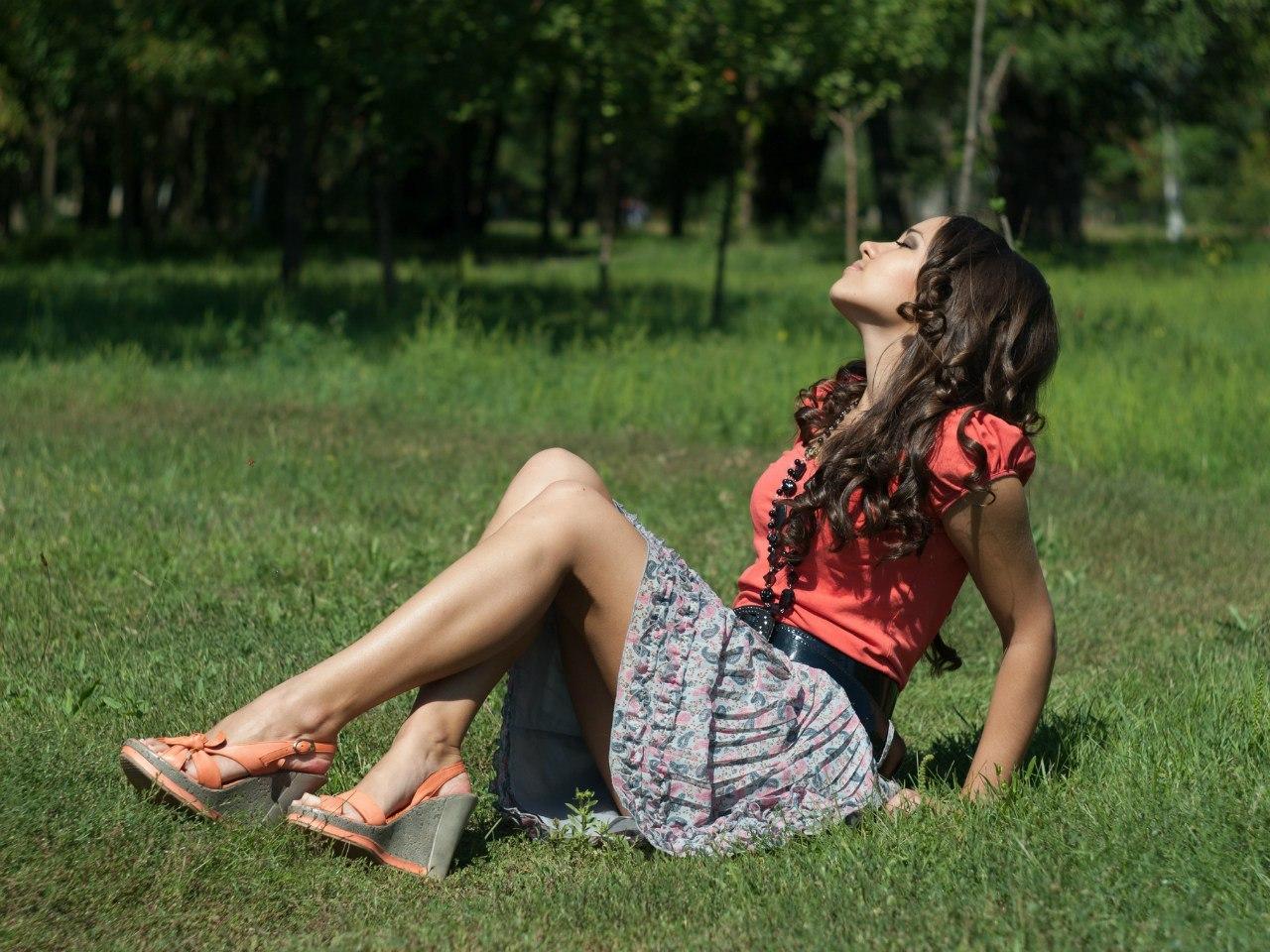 Фото девушек обножка без лица