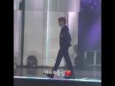 180830 소리바다어워즈 정국 JK JUNGKOOK @BTS_twt 무대에서 아장아장 걷기 있기없기 !